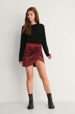 Velvet mini skirt. Vinrød